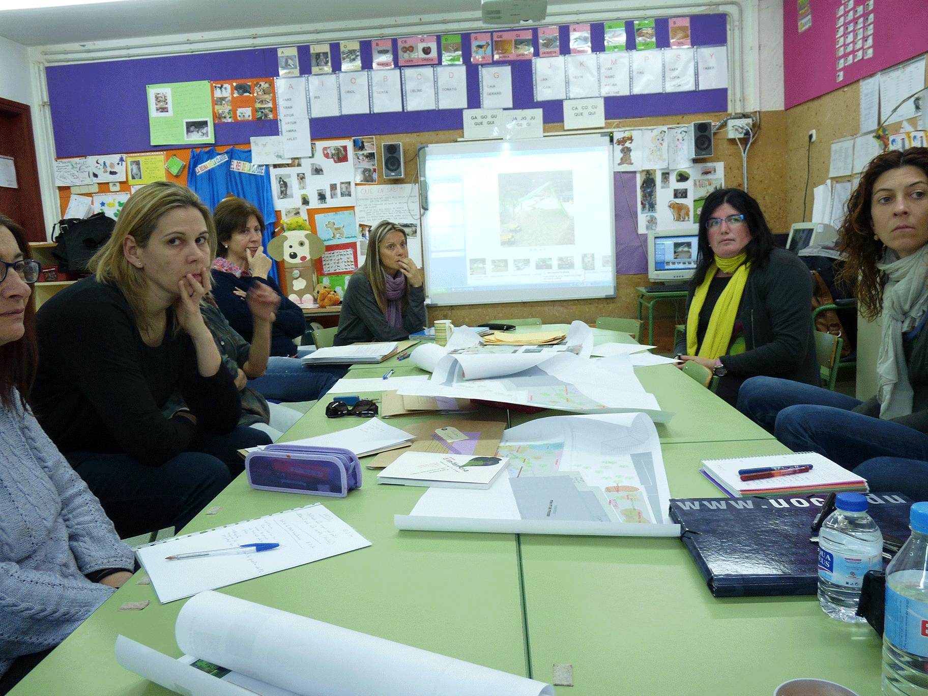 Març de 2014: L'equip de mestres es mostra inquiet i s'autoexigeix una formació per repensar els espais.